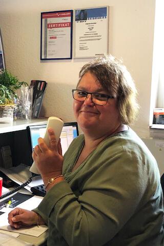 Claudia Schepers - Dreh- und Angelpunkt im Büro
